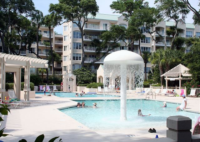 Windsor Place 107 - Zero Entry Baby Pool with Water Feature - HiltonHeadRentals.com