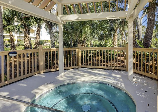 Windsor Place 107 - Poolside Spa - HiltonHeadRentals.com