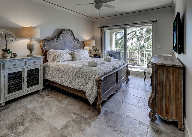 Windsor Place 108 - Ocean View Master Suite with King bed & Private Bath - HiltonHeadRentals.com