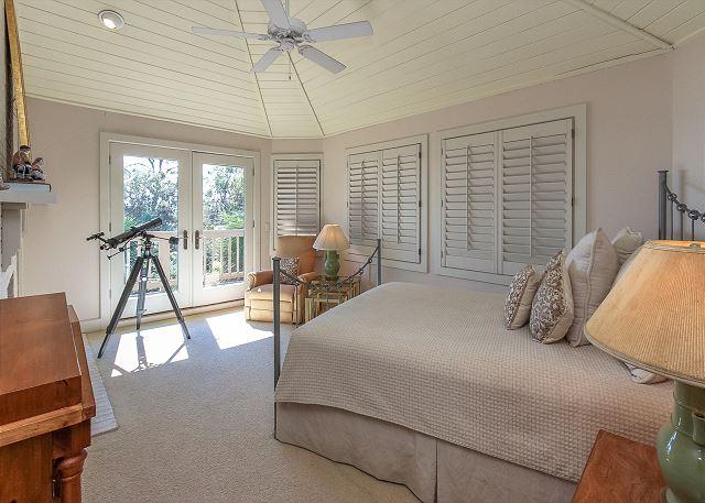 Duck Hawk 22 - Bedroom 4 Oceanfront with Queen bed & Shared Bath - HiltonHeadRentals.com