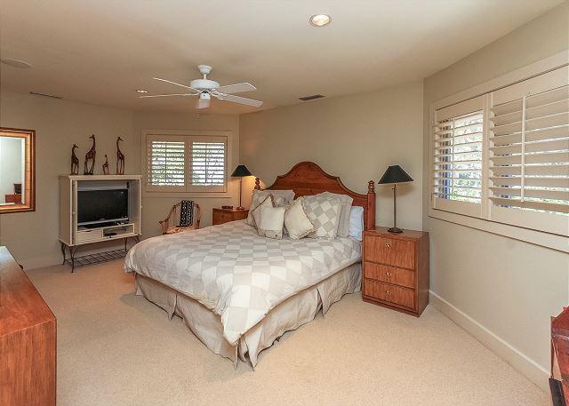 Duck Hawk 22 - Bedroom 3 with King bed & Private Bath - HiltonHeadRentals.com