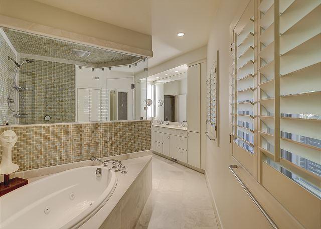 Duck Hawk 22 - Master bath with Shower & Jacuzzi Tub - HiltonHeadRentals.com