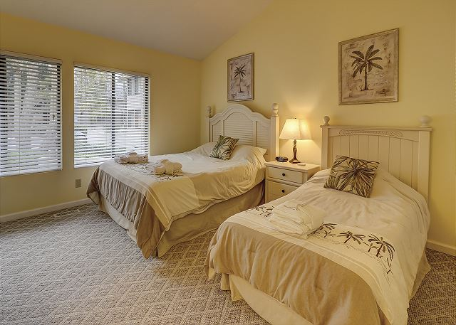 Bedroom 2 with Queen & Twin bed, Flat Screen TV & Hall Bath