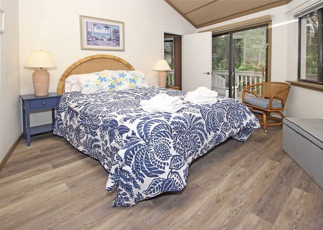 Night Heron 34 - Master Bedroom with Flat Screen TV * Private Bath - HiltonHeadRentals.com
