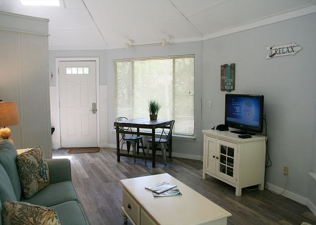 Night Heron 34 - Living Room Flat Screen TV - HiltonHeadRentals.com