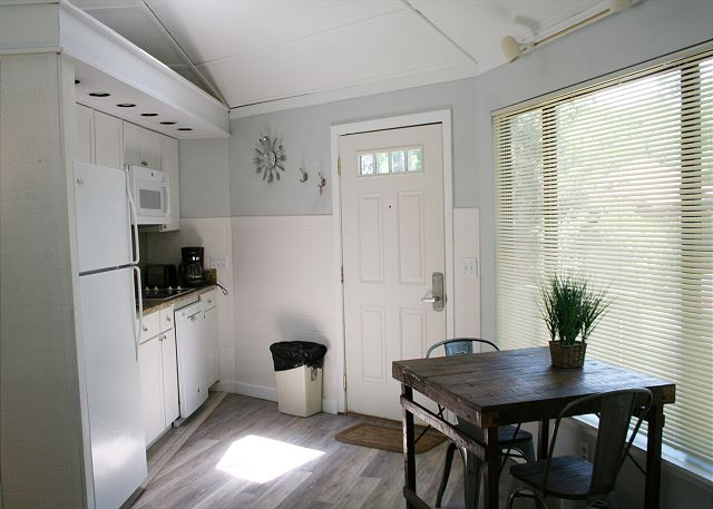Night Heron 34 - Kitchen & Breakfast Table - HiltonHeadRentals.com