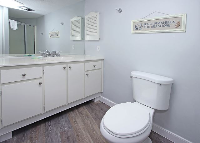 Night Heron 34 - Full Bath with Shower - HiltonHeadRentals.com