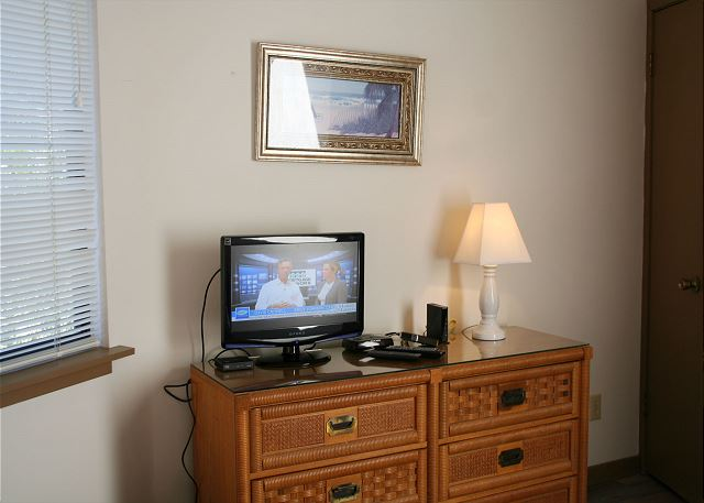 Night Heron 34 - Master Bedroom Flat Screen TV - HiltonHeadRentals.com