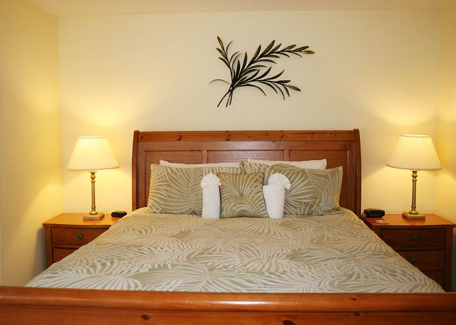 Beachwalk 204 - Master Bedroom with King bed, Flat Screen TV & Private Bath - HiltonHeadRentals.com