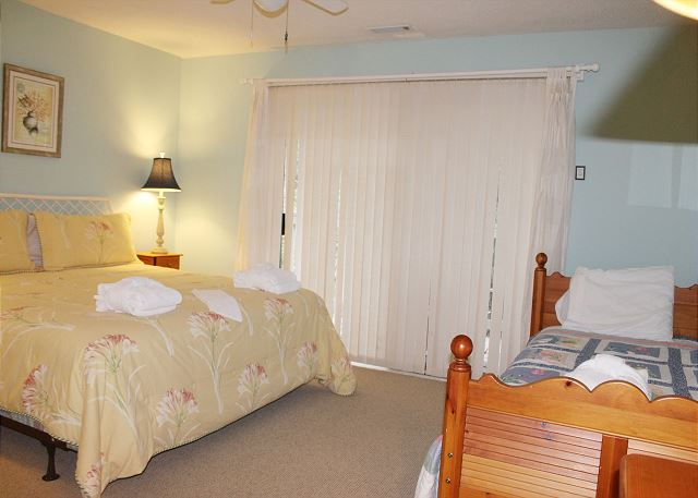 Bedroom 2 with King bed, Twin bed & Flat Screen TV
