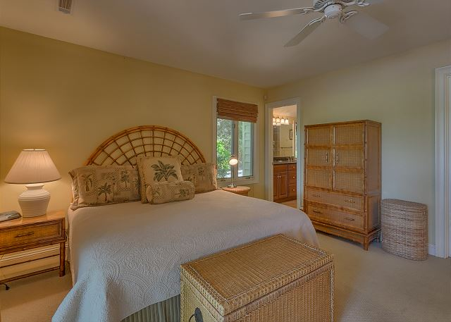 Promontory 15 - Master Suite with King bed, Flat Screen TV & Private Bath - HiltonHeadRentals.com