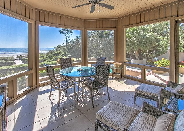 Spacious Oceanfront Screened Porch