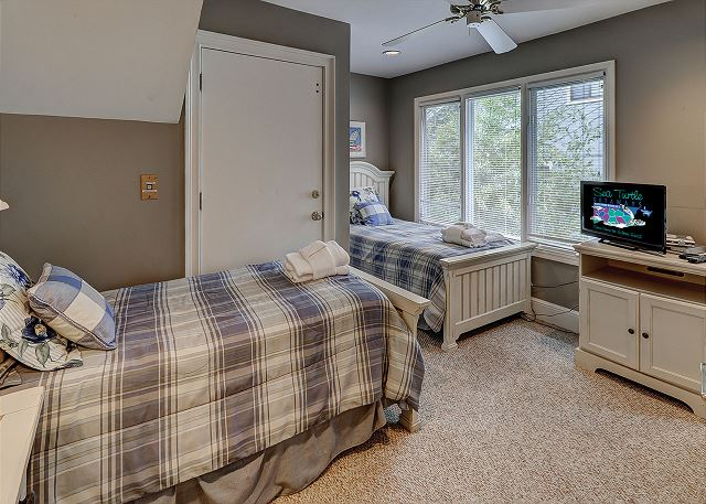 Bedroom 4 with Twin beds, Flat Screen TV & Shared Bath
