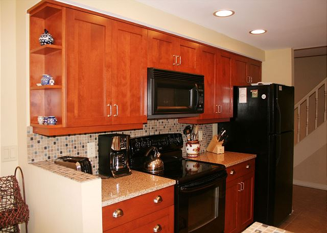 Evian 240 - Fully Equipped Kitchen - HiltonHeadRentals.com