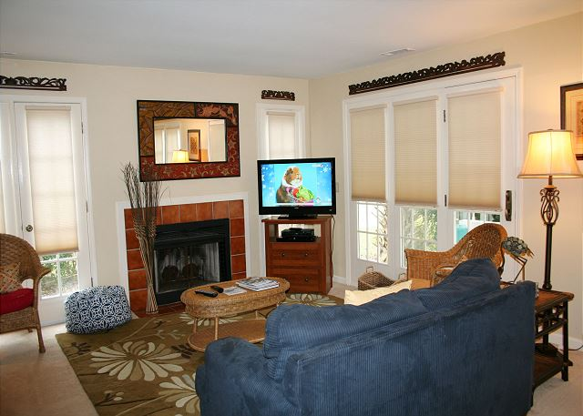 Evian 240 - Living room Flat Screen TV - HiltonHeadRentals.com