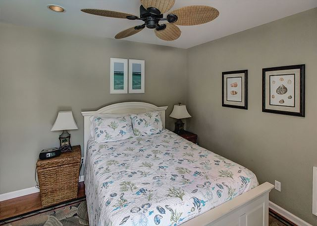 Master bedroom in Cottage with Queen bed & TV