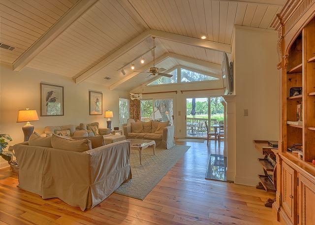 Promontory 15 - Living Room - HiltonHeadRentals.com