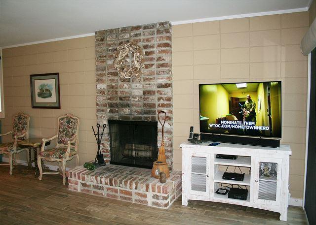 Fairway Lane 71 - Flat Screen TV in Living Room - HiltonHeadRentals.com