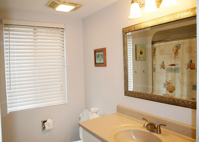 Beachwalk 204 - Master Bath with Tub/Shower Combo - HiltonHeadRentals.com