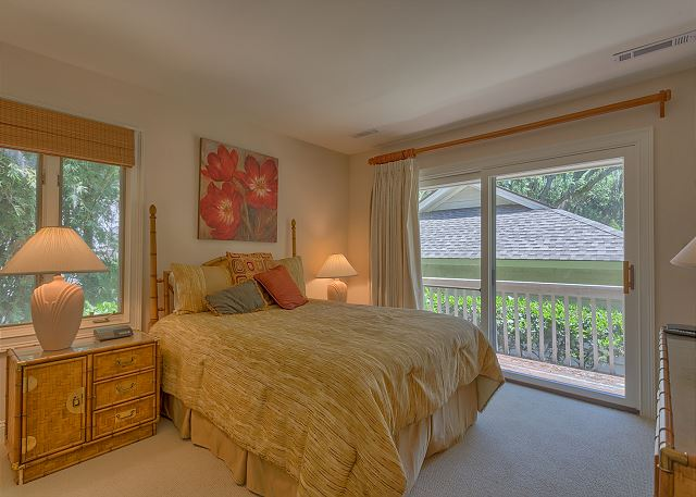 Promontory 15 - Bedroom 3 with Queen bed, Flat Screen TV & Private Bath - HiltonHeadRentals.com