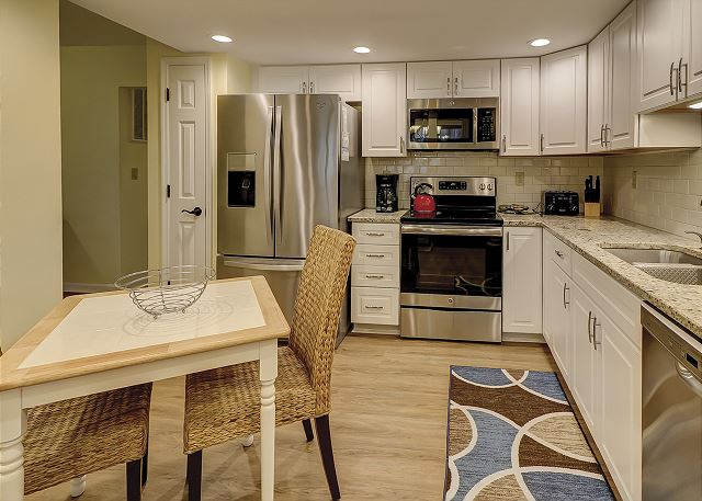 Beachwalk 204 - Fully Equipped Kitchen - HiltonHeadRentals.com