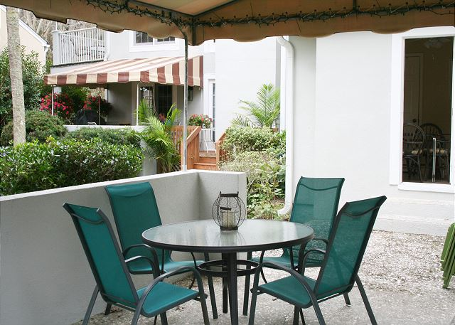 Evian 240 - Covered Patio - HiltonHeadRentals.com