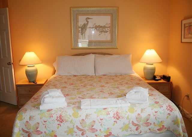 Colonnade Club 196 - Master Bedroom with King bed, Flat Screen TV & Private Bath - HiltonHeadRentals.com