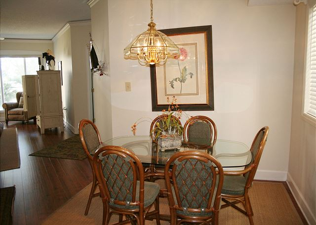 Windsor Place 107   Dining Room   HiltonHeadRentals com. Windsor Place 107   Vacation Condo Villa   Hilton Head Vacation