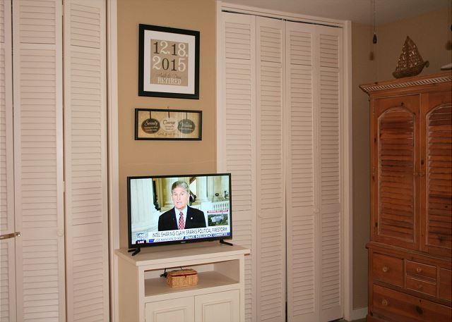 Fairway Lane 71 - Flat Screen TV in Master Bedroom - HiltonHeadRentals.com
