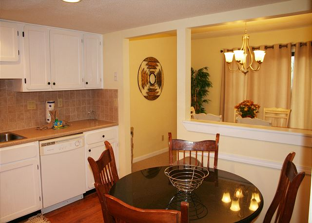 Beachwalk 204 - Breakfast Nook - HiltonHeadRentals.com