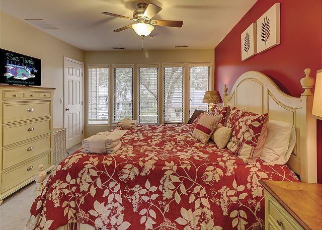 Water Oak 33 - Bedroom 3 Flat Screen TV - HiltonHeadRentals.com