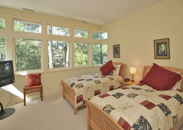 Bedroom 3 with Twin beds & Private Bath