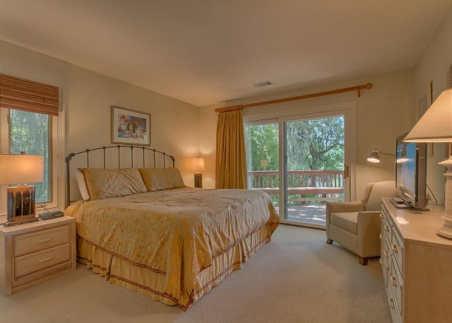 Promontory 15 - Bedroom 2 with King bed, Flat Screen TV & Private Bath - HiltonHeadRentals.com