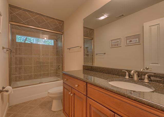 Promontory 15 - Bedroom 4 Private Bath with Tub/Shower Combo - HiltonHeadRentals.com