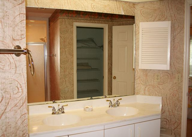 Colonnade Club 196 - Master Bath wit Double Sinks - HiltonHeadRentals.com