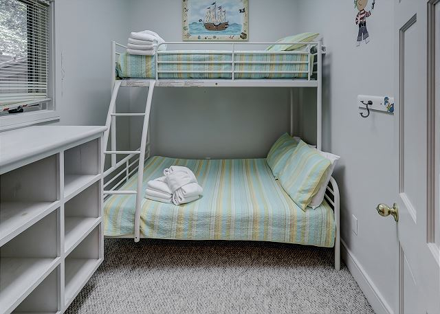 Bedroom 4 with Bunk bed & Shared Bath