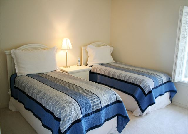Bluff Villas 1817 - Bedroom 2 with Twin beds & Hall Bath - HiltonHeadRentals.com