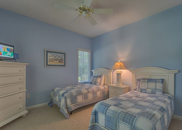 Bedroom 4 with Twin beds, Flat Screen TV & Hall Bath