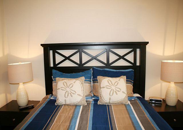 Bedroom with Queen bed & Flat Screen TV