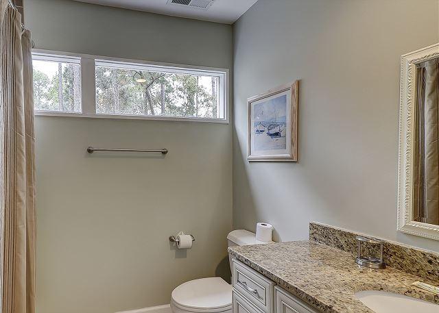 Water Oak 33 - Bedroom 2 Private Bath - HiltonHeadRentals.com