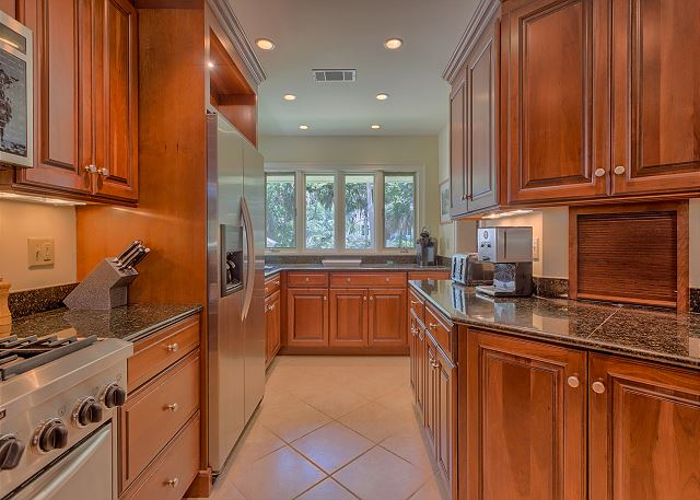 Promontory 15 - Kitchen with Gas Range - HiltonHeadRentals.com