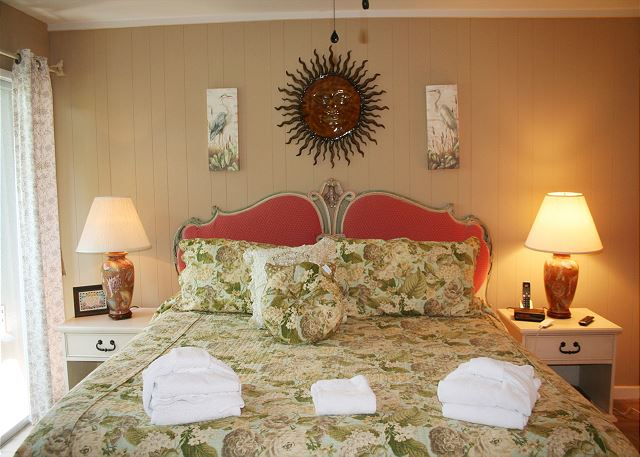 Fairway Lane 71 - Master Bedroom with Flat Screen TV & Private Bath - HiltonHeadRentals.com