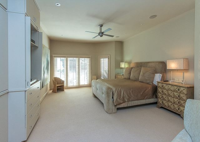 Oceanfront Master Suite with King bed, Flat Screen TV & Private