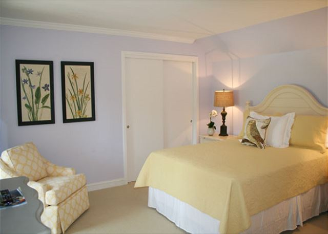 Red Maple 20 - Bedroom 2 with Queen bed & Private Bath - HiltonHeadRentals.com