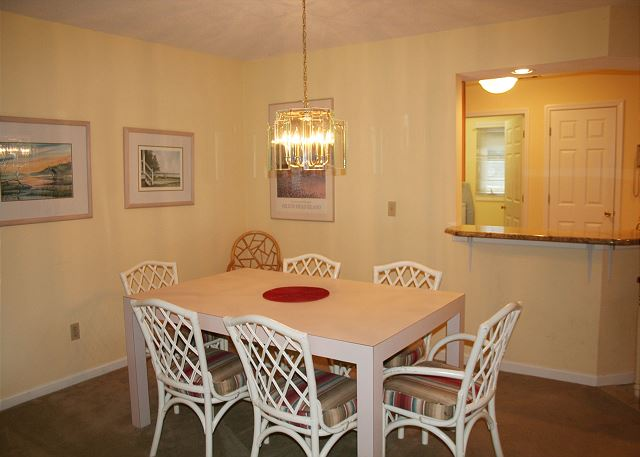 Colonnade Club 196 - Dining Room - HiltonHeadRentals.com