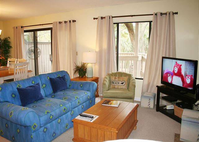 Beachwalk 204 - Comfy Living Room with Flat Screen TV & Sleep Sofa - HiltonHeadRentals.com