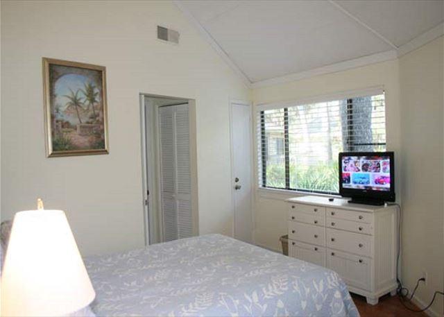 Night Heron 10 - Master Bedroom Flat Screen TV - HiltonHeadRentals.com