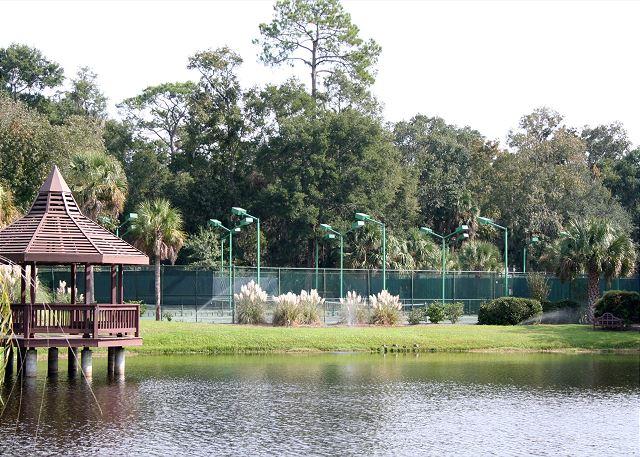 Evian 240 - Poolside Tennis Courts - HiltonHeadRentals.com