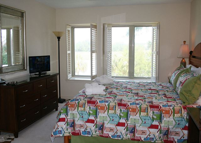 Bluff Villas 1817 - Flat Screen TV in Master Bedroom - HiltonHeadRentals.com