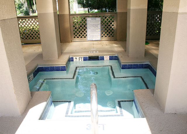 Colonnade Club 196 - Poolside Hot Tub - HiltonHeadRentals.com